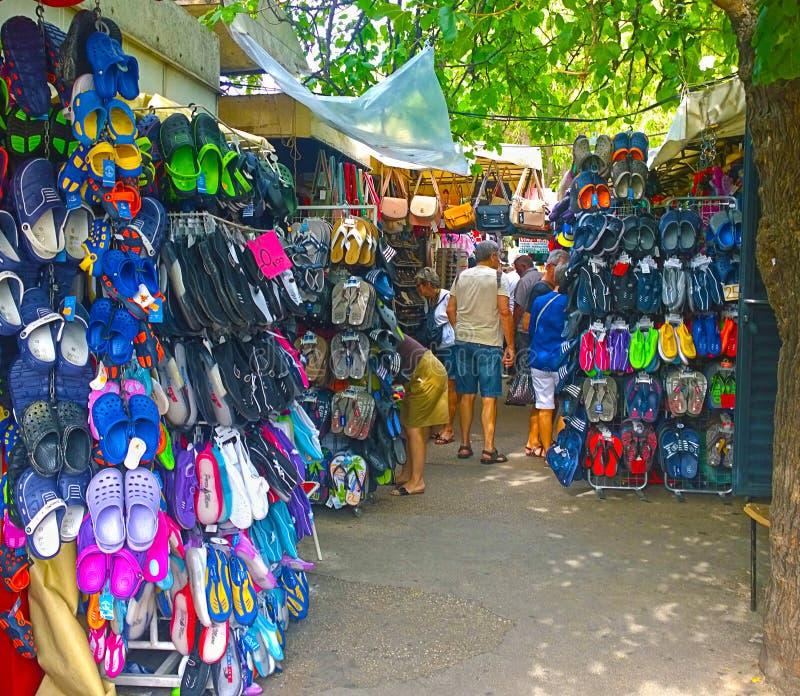 Trogir, Kroatien - Freilichtschuhmarkt lizenzfreies stockfoto