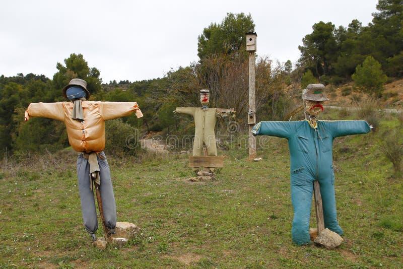 Trois épouvantails avec les bras ouverts photo libre de droits