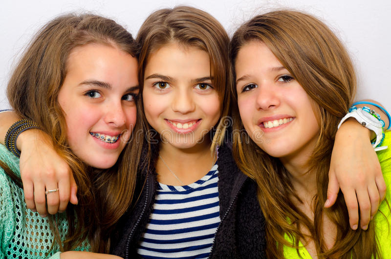 Trois adolescentes heureuses image libre de droits