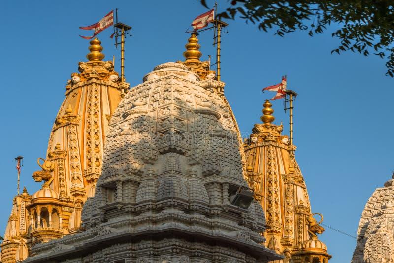Trois BAPS Shri Swaminarayan Mandir de shikhara Shahibaug photo stock