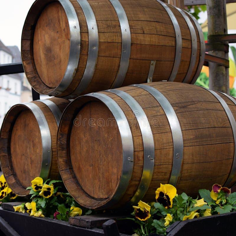 Trois barils de vin photographie stock libre de droits
