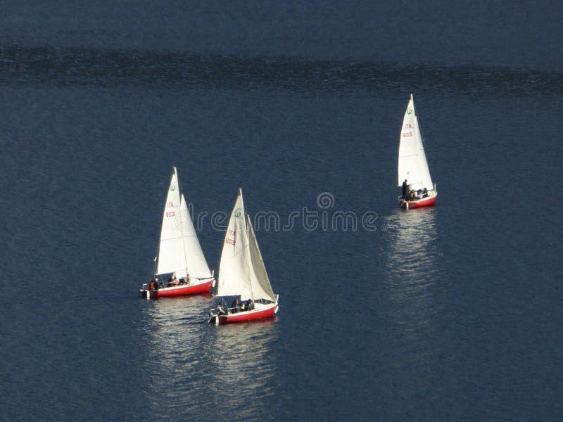 Trois bateaux à voile photos stock