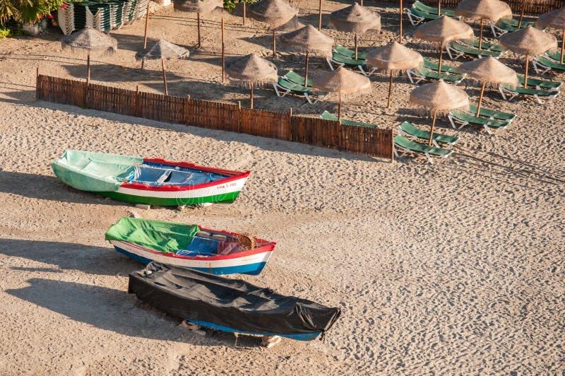 Trois bateaux et région se baignante de Sun photographie stock