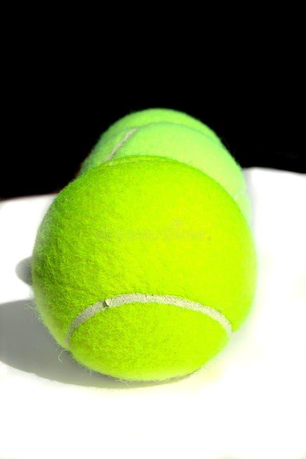 Trois billes de tennis photo stock