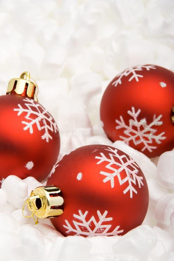 Trois billes rouges de Noël image stock