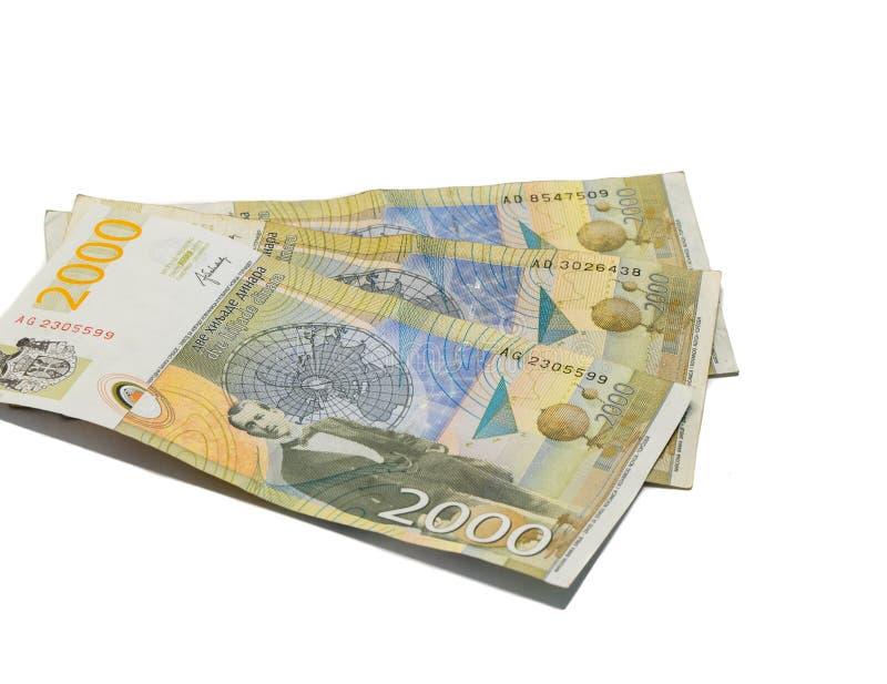 Trois billets de banque en valeur 2000 dinars serbes avec le portrait d'un scientifique Milutin Milankovic de climat ont isolé su photographie stock libre de droits