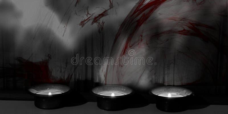 Trois bougies allumées se tenant sur un mur/fond de colorsplash photo stock