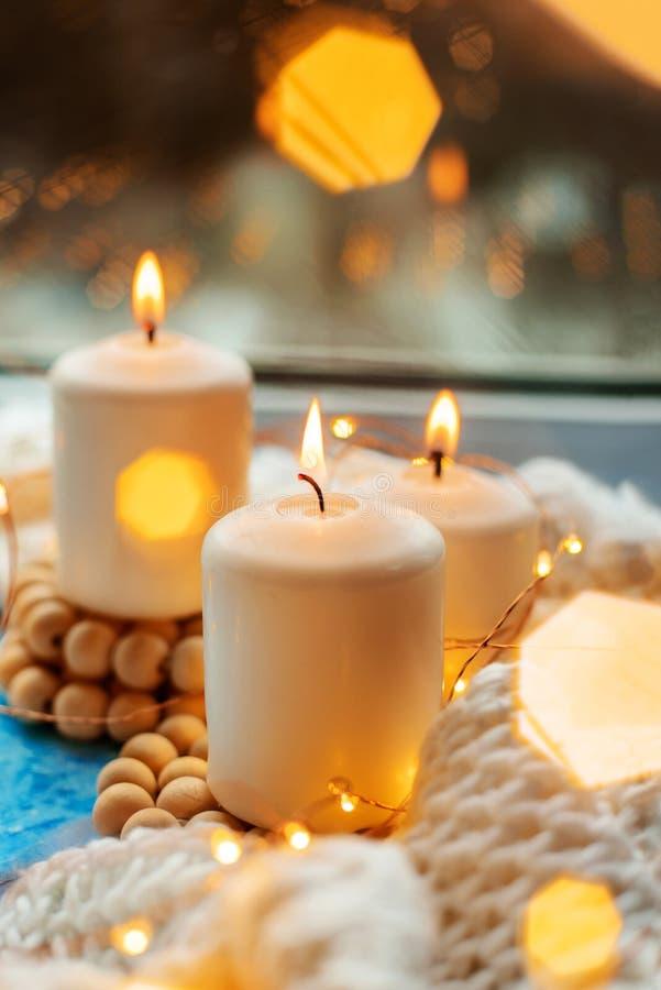 Trois bougies brûlantes photo libre de droits