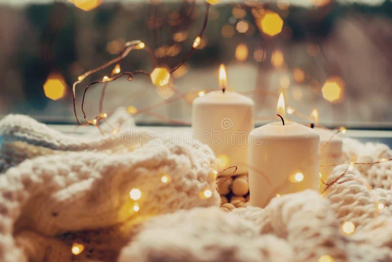 Trois bougies brûlantes photographie stock