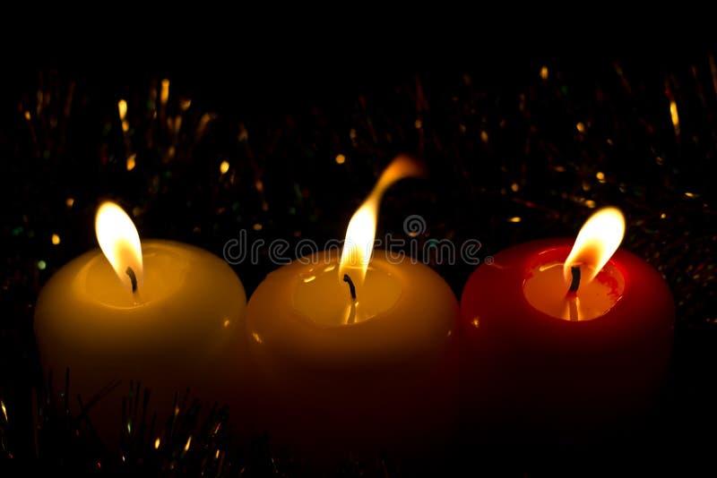 Trois bougies de Noël images stock
