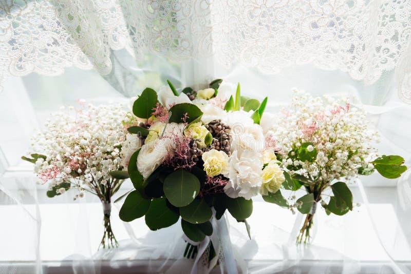 Trois bouquets blancs magnifiques image libre de droits