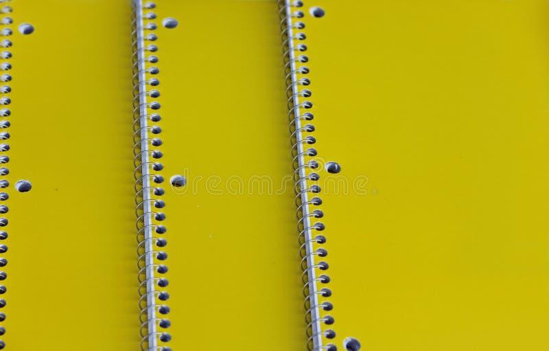 Trois carnets de notes à spirale jaunes photos stock