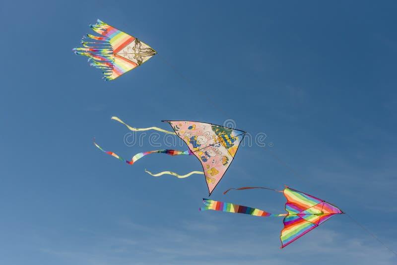 Trois cerfs-volants colorés photo libre de droits