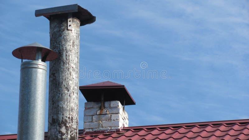 Trois cheminées dans une rangée photographie stock libre de droits