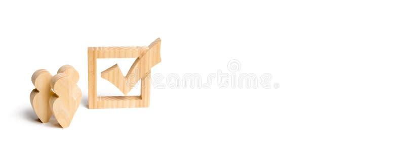 Trois chiffres humains en bois se tiennent ensemble à côté d'un coutil dans la boîte Le concept des élections et des technologies illustration stock