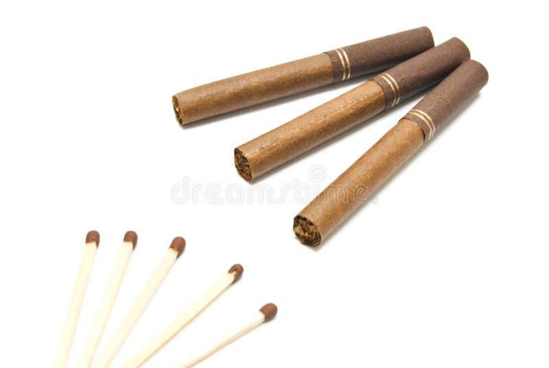 Trois cigarettes et matchs photographie stock