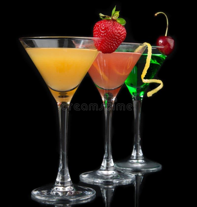 Trois cocktails cosmopolites rouges de cocktails image libre de droits