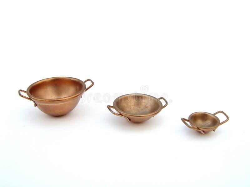 Trois cuvettes de cuivre images stock