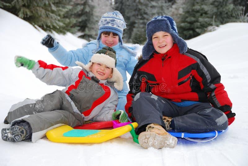 Trois enfants en hiver images libres de droits