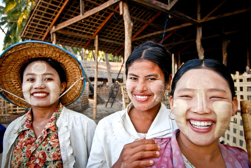 Trois femmes birmannes photographie stock libre de droits