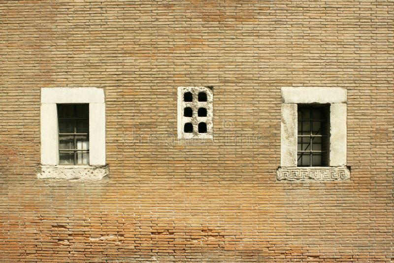 Trois fenêtres image stock