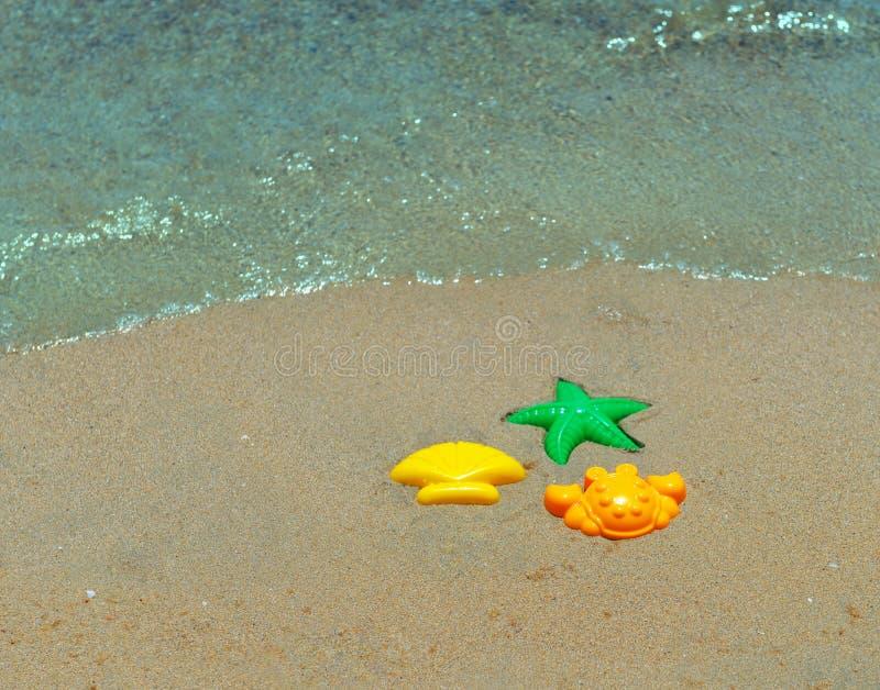 Trois formes en plastique des enfants image stock