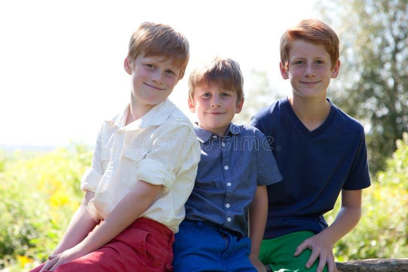 Trois frères heureux photo stock