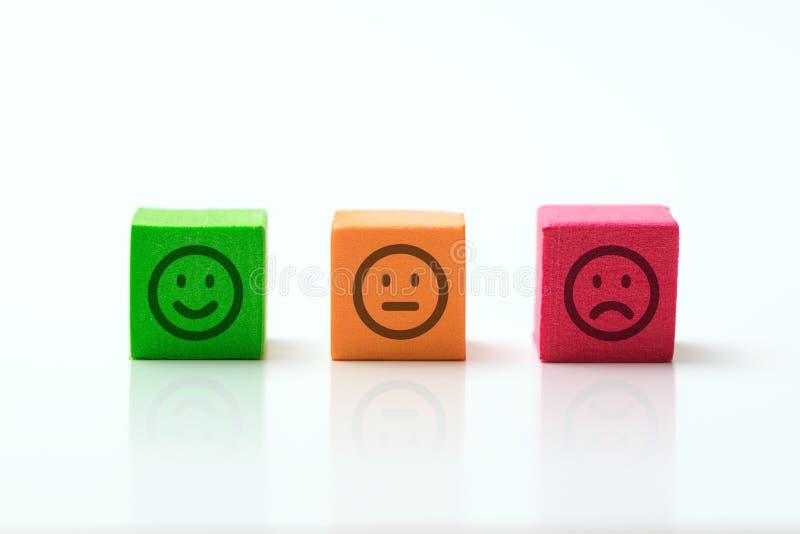 Trois icônes d'émoticônes positives, neutres et négatives photos libres de droits