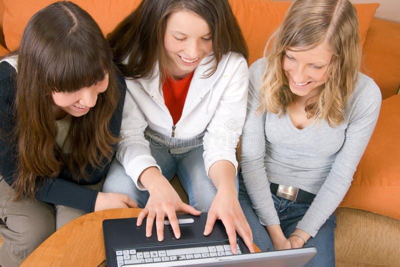 Trois jeunes femmes image libre de droits