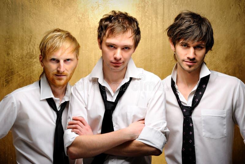 Trois jeunes types beaux photographie stock