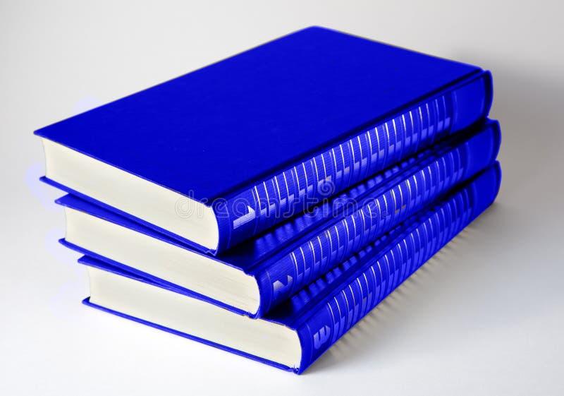 Trois livres sur le fond clair image libre de droits