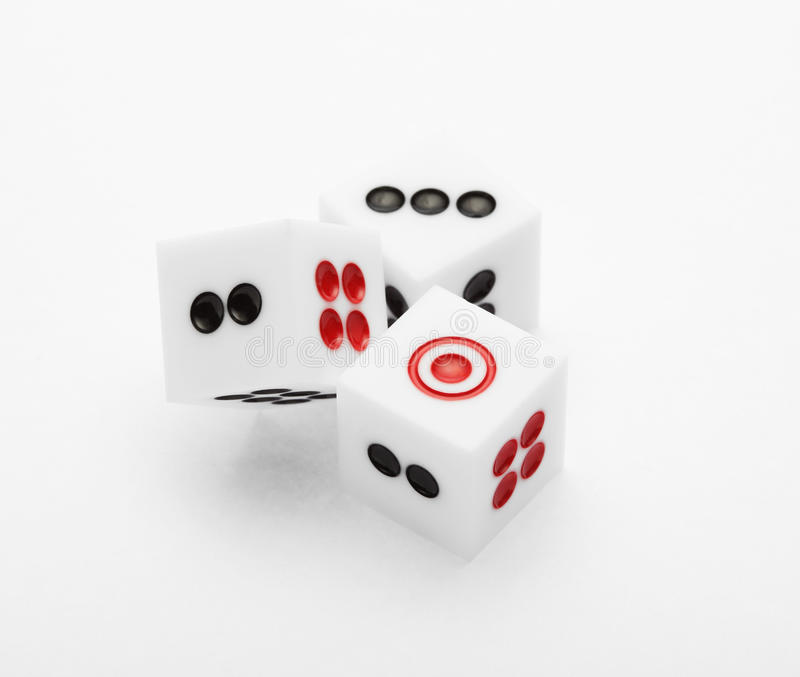 Trois matrices sur la table pour l'ensemble de jeu images stock