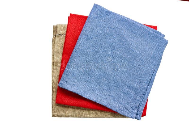 Trois ont coloré des serviettes de tissu, bleu, rouge et beige, blanc de l'ONU photographie stock libre de droits