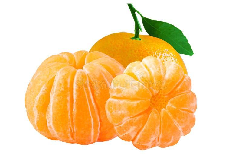 Trois ont isolé la mandarine épluchée entière sur le fond blanc photographie stock libre de droits