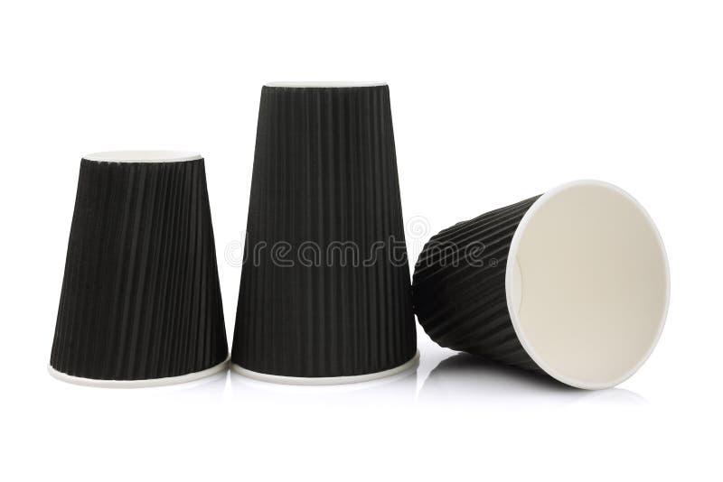Trois ont ridé les tasses de papier noires photographie stock