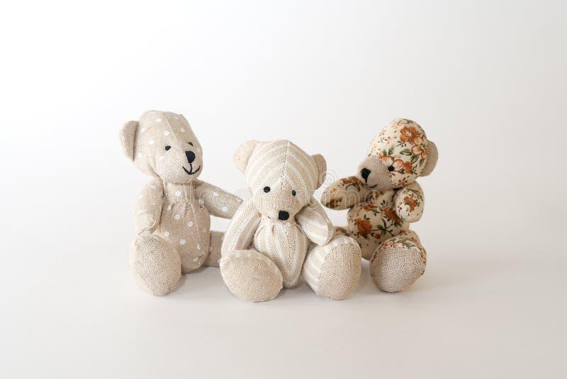 Trois ours mignons ensemble image stock