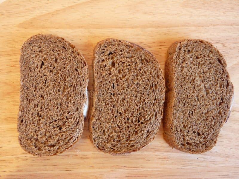 Trois parts de pain de seigle photos stock