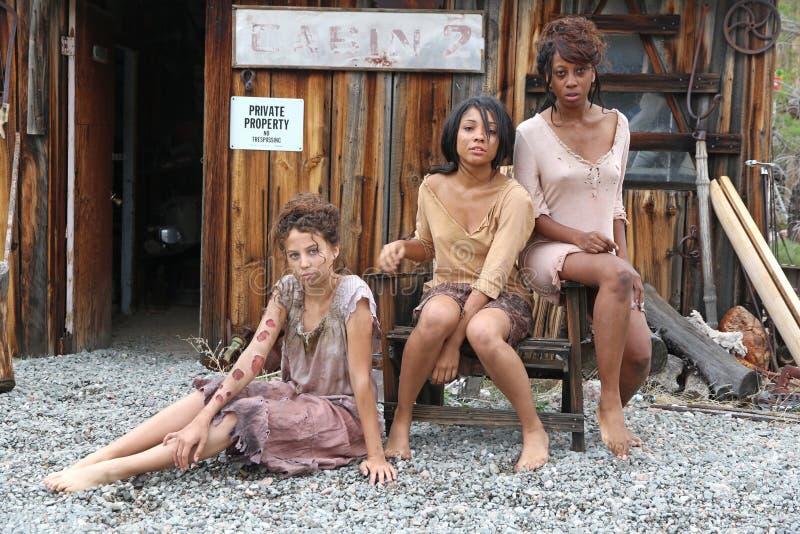 Trois pauvres jeunes filles photographie stock libre de droits