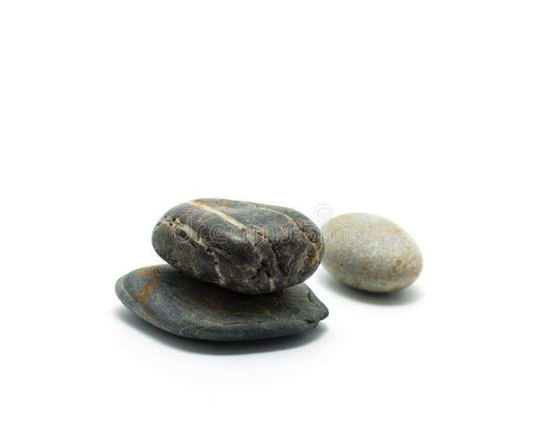 Trois pierres sont empilées ont isolé sur le fond blanc Zen Stone photo libre de droits