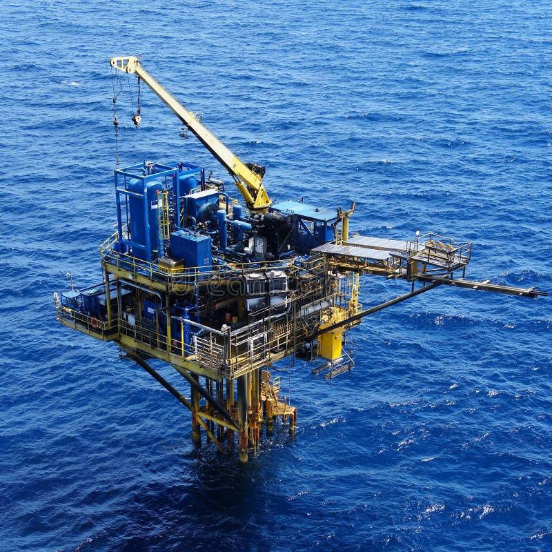 Trois plate-forme à jambes d'extérieur de pétrole et de gaz photos libres de droits