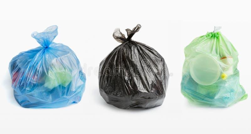 Trois pleins sacs de déchets dans la rangée photos libres de droits