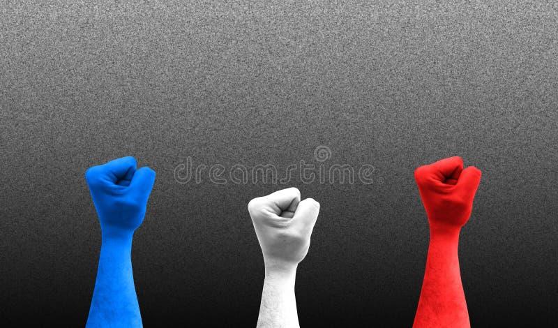 Trois poings dans le ciel avec les couleurs du drapeau de la France image stock
