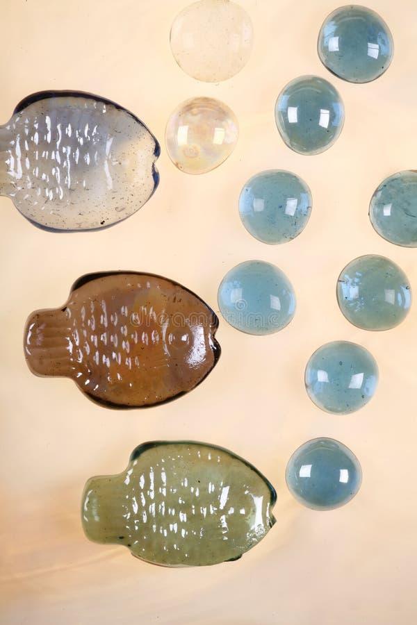Trois poissons et bulles en verre images libres de droits