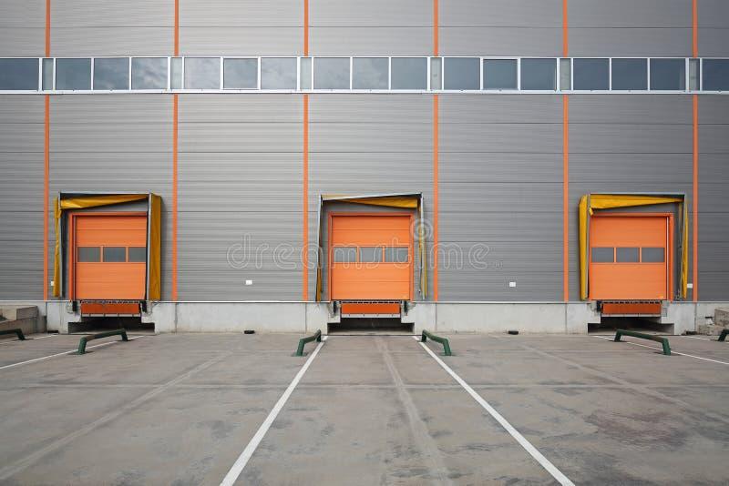 Trois portes cargo de chargement images libres de droits