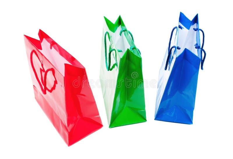 Trois sacs lustrés colorés de cadeau restant ensemble photographie stock libre de droits