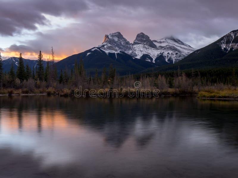 Trois soeurs, Canmore Alberta photo libre de droits