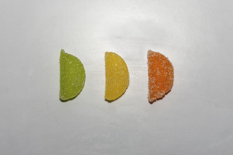 Trois sucreries de sucre dans une rangée image libre de droits