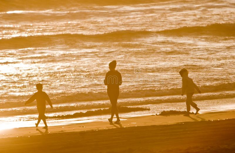Trois sur la plage image libre de droits