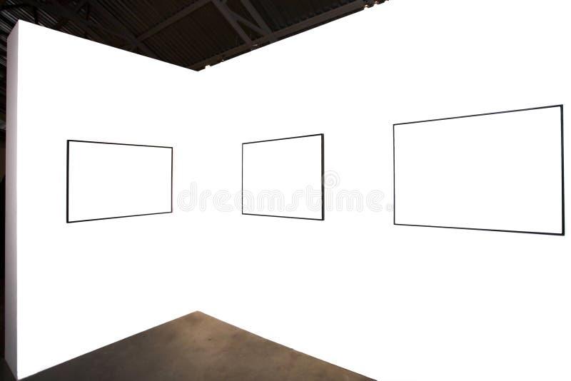 Trois trames vides sur le mur blanc images stock