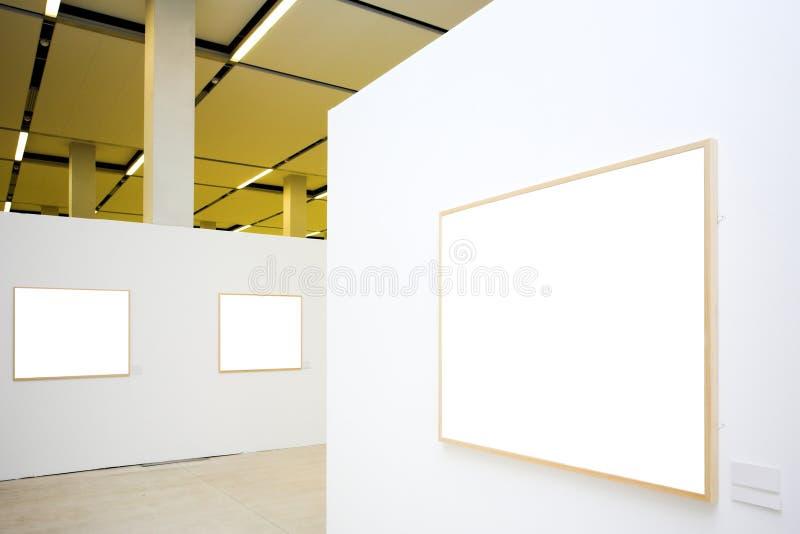 Trois trames vides sur le mur blanc photo libre de droits